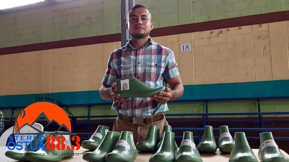 Duque's Shoes es una Empresa qué empieza a crecer en el mundo del calzado el cual te ofrece comodidad elegancia ya que esta elaborado con maquinaria ala vanguardia de esta sociedad competitiva ven visítanos y no dejes de usar Duques shoes