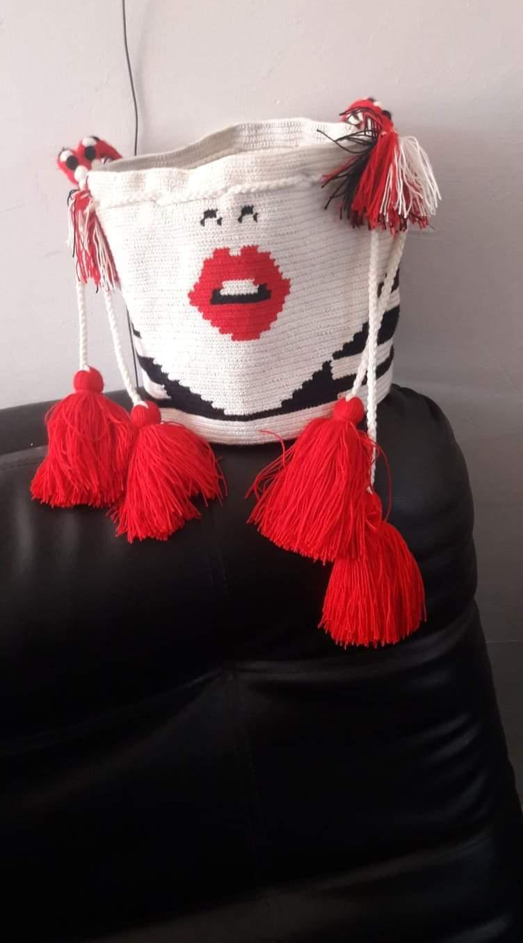 Mochila Wayuu  multicolor tejida a mano en fibra de algodón por artesanas indígenas Wayuu
