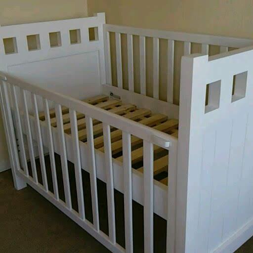 Cuna para  bebé Noemi, para colchón 70 x 140, baranda deslizable $390.000
