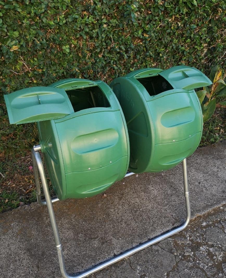 Accesible: doble contenedor con giro y tapa independiente.