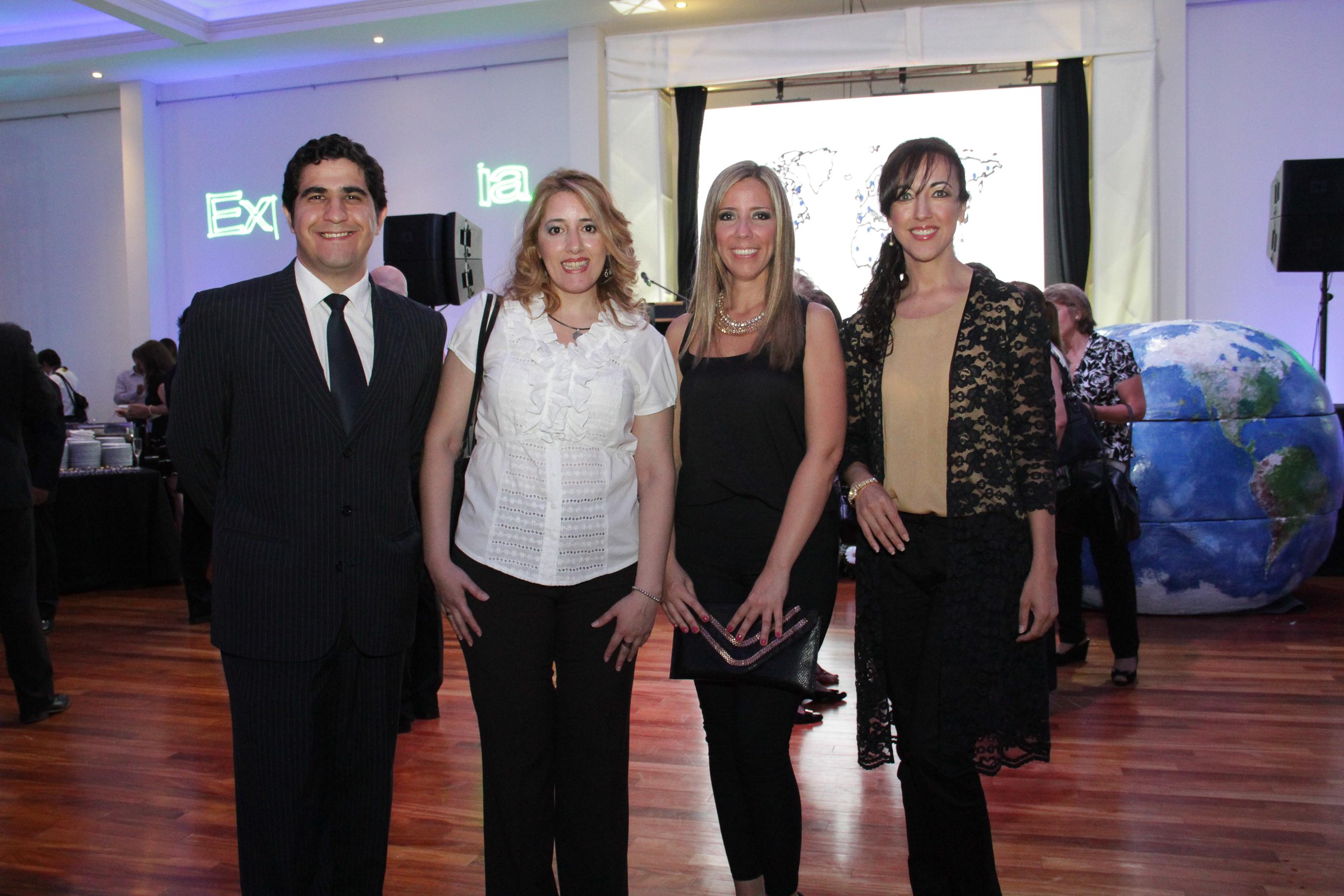 """Foto de equipo. Evento lanzamiento """"Universidad USIL Paraguay"""""""