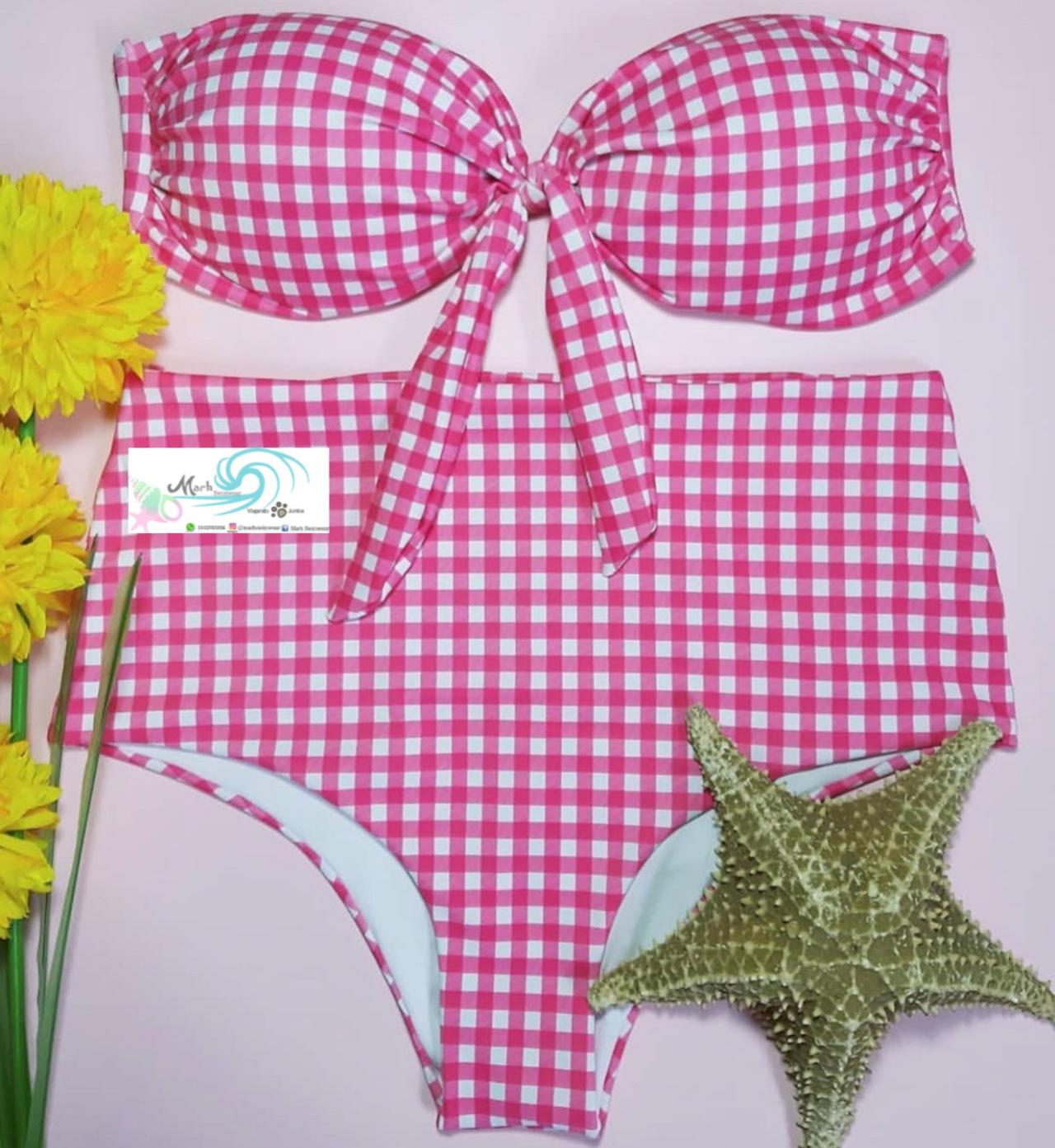 Las mujeres lindas usan Marh Swimwear